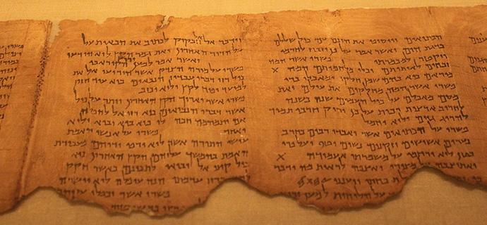 Schriftrolle mit einem hebräischen Kommentar zu Habakuk